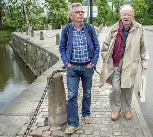 Ett av de sista fotografierna som tagits av Ove Allansson. Här i samspråk med Lennart Johnsson, sekreterare i Sjöfartens Kultursällskap. (Fotograf Stefan F Lindberg)